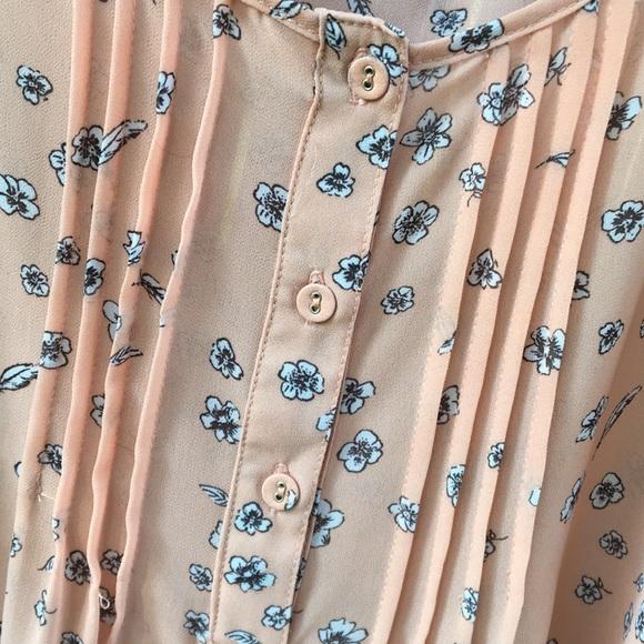 torrid Tops - Torrid sleeveless blouse size 1 peach flower print